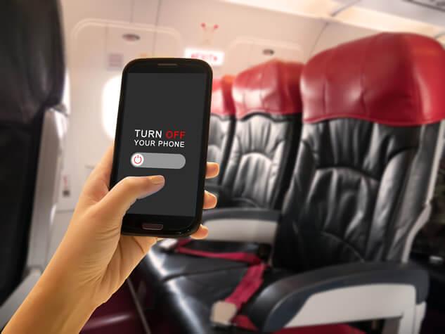 飛行機内で使える機械は?制限される通信とされない通信を見極めましょう
