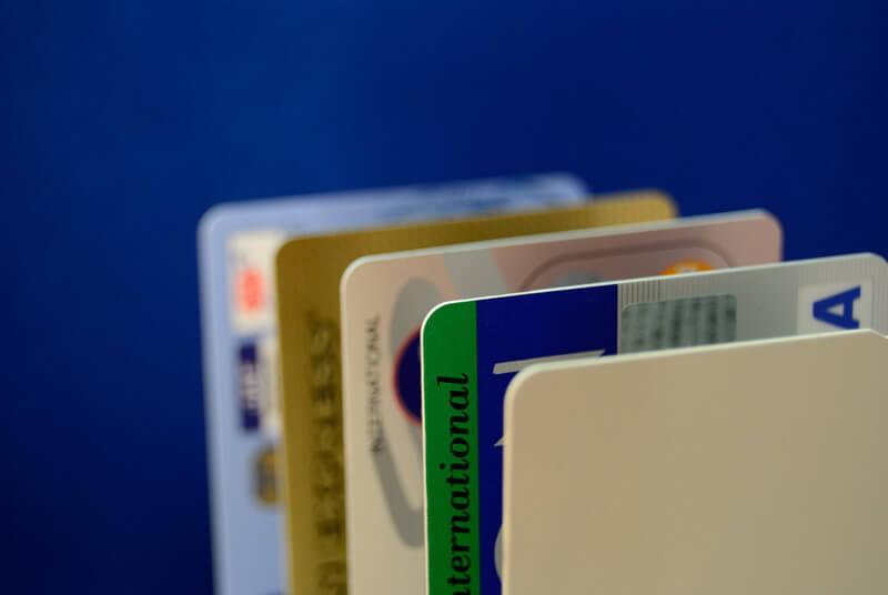 「プリペイドカード」は海外での支払い時に大活躍!メリット・デメリットは?