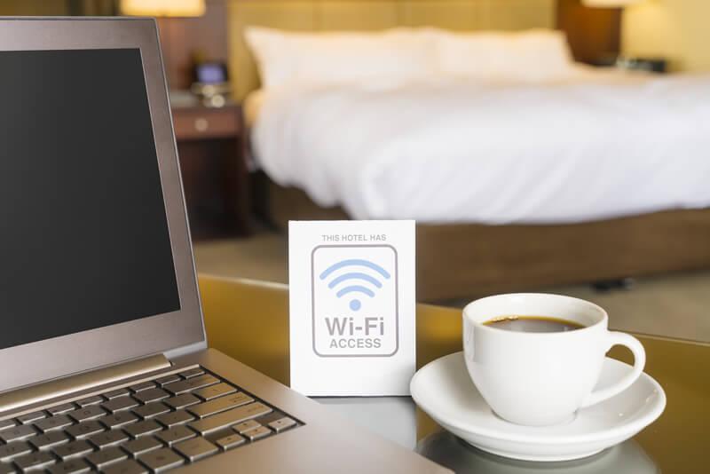 海外ホテルあるある!「無料WiFi」の落とし穴