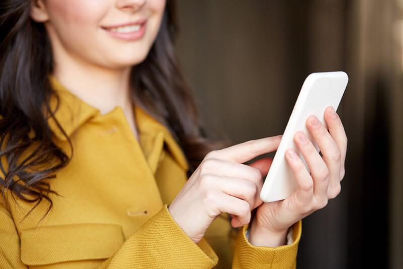海外の「無料WiFiスポット」を利用すると起こりうるリスクとは?