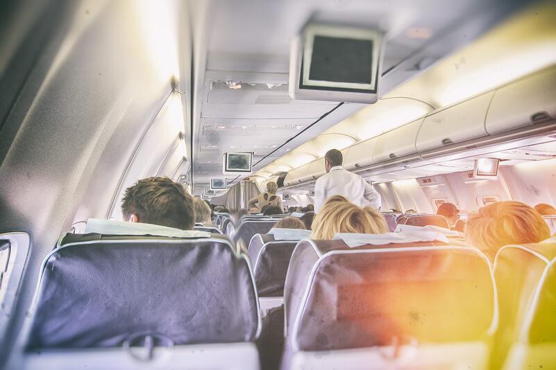 長距離フライト中の機内での味方!ネックピローの豆知識