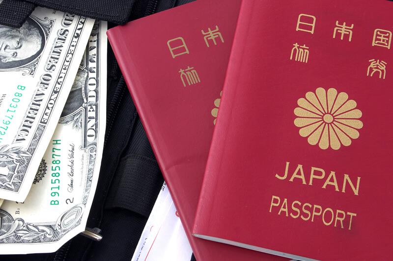 なくしたら大変! 海外でパスポートは持ち歩く?