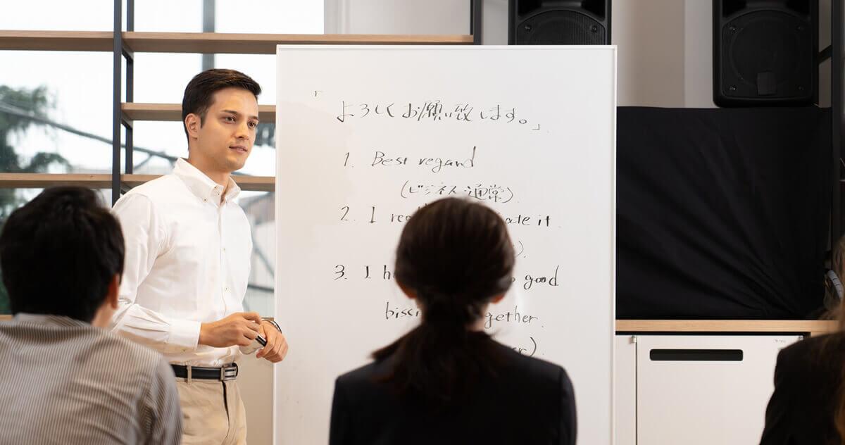 働きながら語学留学!ワーキングホリデーのメリットや滞在先を紹介