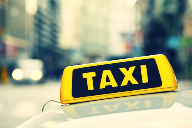 海外出張でタクシーに乗ったときの「領収書」をもらう方法とは