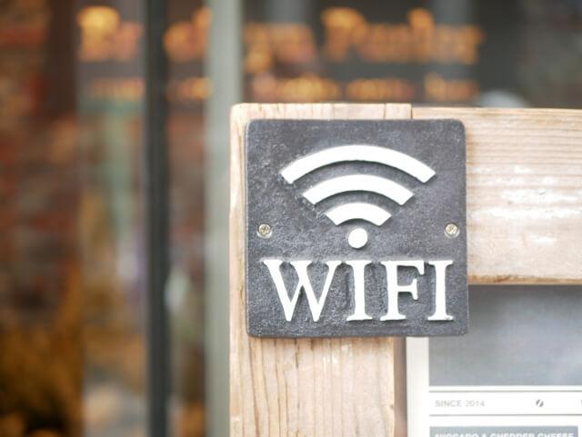 英語で聞きたい!「WiFiありますか?」