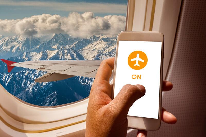 海外旅行時のスマホは機内モードが安全!予期せぬ通信代をカットする設定